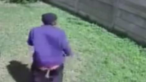 A tolvaj bejutott a hátsókertbe, és éppen be akart törni a házba. Ami ekkor történik arra nem számított.