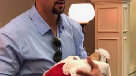 Feldolgozhatatlan tragédia: A férfi azt akarta, hogy mindenki lássa halott feleségét és kisbabáját a koporsóban
