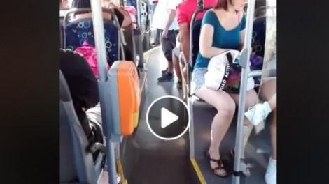 Agyhalál: le akart szállítatni egy családot a sofőr a buszról, mert egy kislány vizet ivott